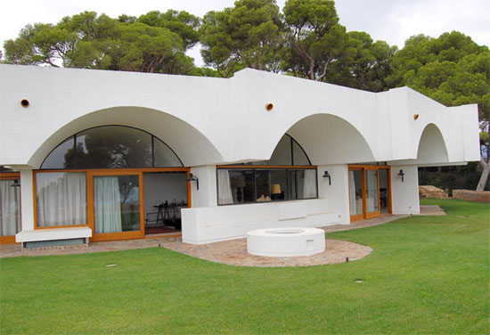 1970s Antoni Bonet Castellana modernist property in Calella, Spain