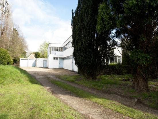 Kings Willow House 1930s grade II-listed modernist property in Hilton, Cambridge