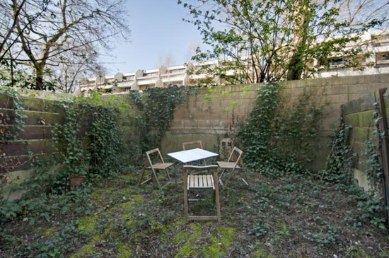 Peter Tabori-designed modernist maisonette in Highgate New Town, London N19