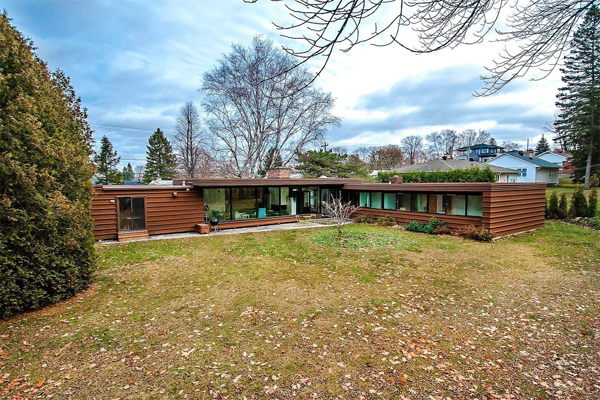 1960s midcentury modern property in Levis, Quebec, Canada