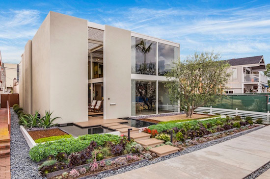 On the market: The Frank House (Case Study House #25) in Long Beach, California, USA