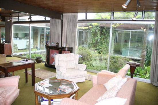 1960s Michael Manser-designed three bedroom bungalow in South Cheam, Surrey