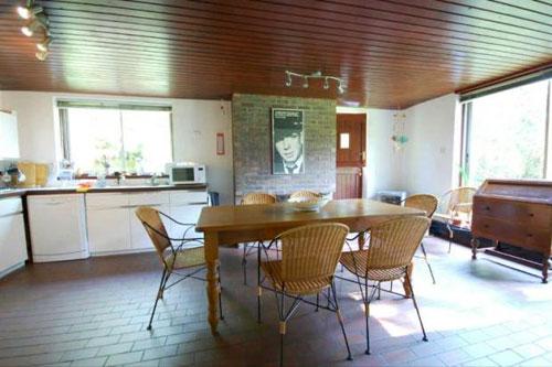 1980s four-bedroomed modernist-style house in Chislehurst, Kent
