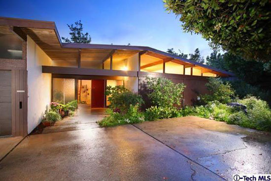 1960s Webster Wiley-designed midcentury modern property in La Crescenta, California, USA