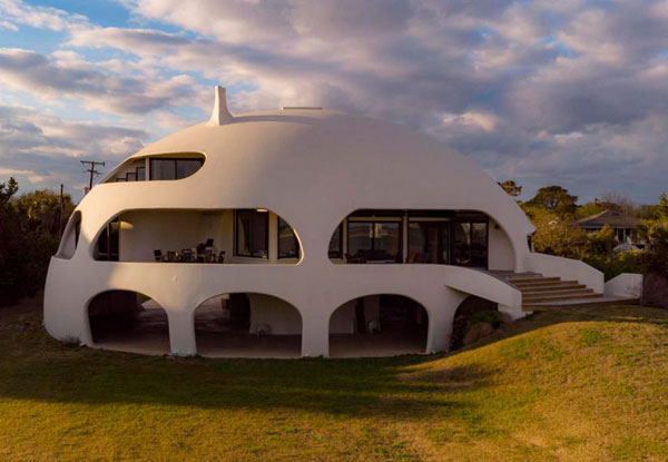 Eye Of The Storm modernist house on Sullivan's Island, South Carolina, USA