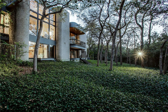 1970s modernism: Four-bedroom property in Dallas, Texas