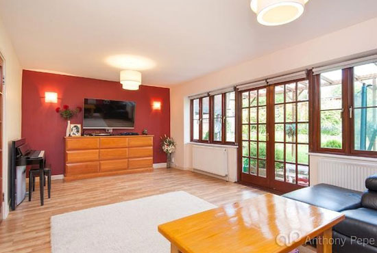 On the market: 1930s three-bedroom art deco property in London N14