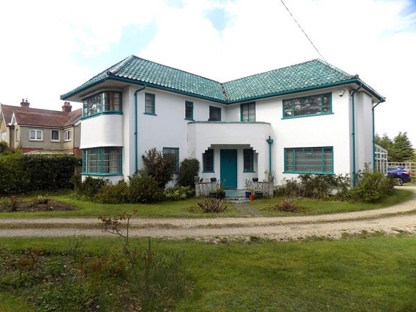 1930s art deco-style property in Dibden Purlieu, Hampshire