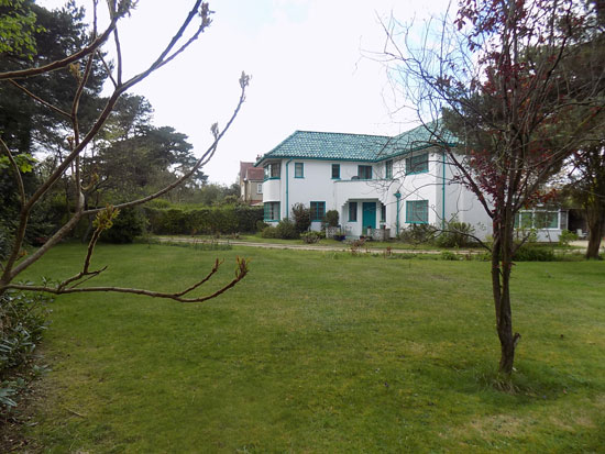 1930s art deco-style property in Dibden Purlieu, Hampshire