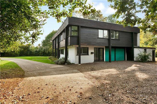 The Boathouse 1960s modernist property in Dorney Reach, Maidenhead, Berkshire