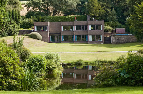 Tillingbourne House 1970s modernist property in Dorking, Surrey