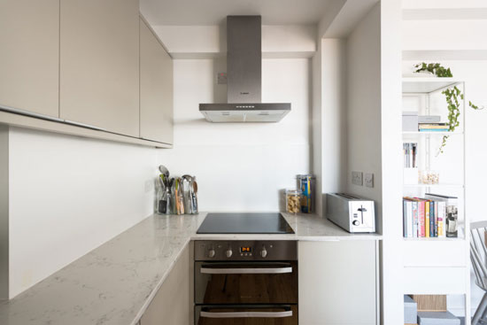 Art deco apartment: Flat in the 1930s Du Cane Court in London SW12