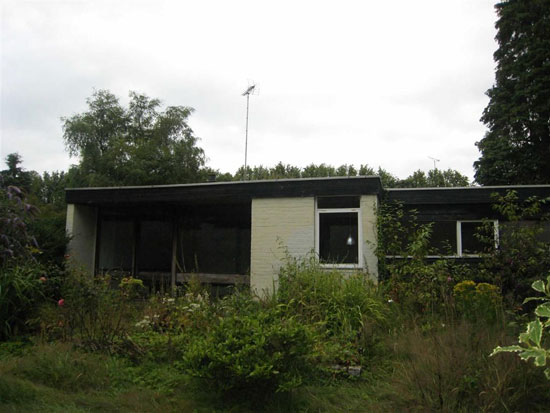 1960s architect-designed modernist house in Dundee, Scotland