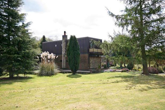 1960s midcentury modern four-bedroom property in Kensworth, near Dunstable, Bedfordshire