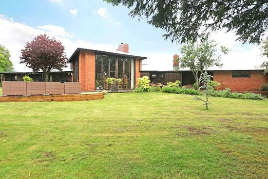 1950s Robert Townsend-designed Garden Ground property in Salisbury, Wiltshire