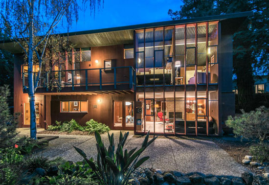 1950s split-level Eichler home in Portola Valley, California, USA