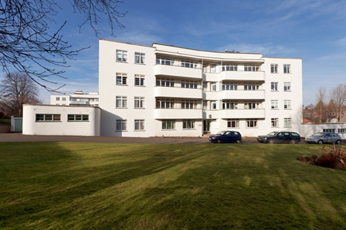 Two-bedroom art deco flat in the Ravelston Garden building, Ravelston, Edinburgh