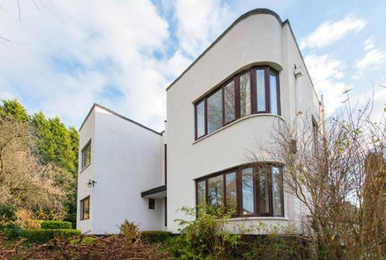 1930s Balnagarrow art deco property in Cramond Village, near Edinburgh, Midlothian
