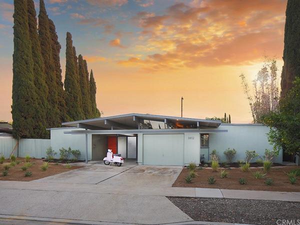 Renovated Eichler: 1960s midcentury modern property in Orange, California, USA