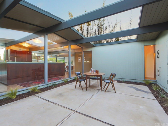 Renovated Eichler: 1960s midcentury modern property in Orange, California, USA