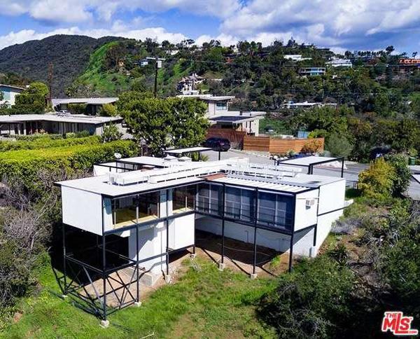 1950s midcentury modern: Craig Ellwood's Smith House in Los Angeles, California, USA