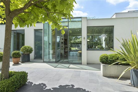 Elspeth Beard modernist property in Guildford, Surrey