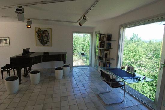 1970s architect-designed Brutalist property in Saint-Michel-l'Observatoire, Alpes de Haute Provence, France