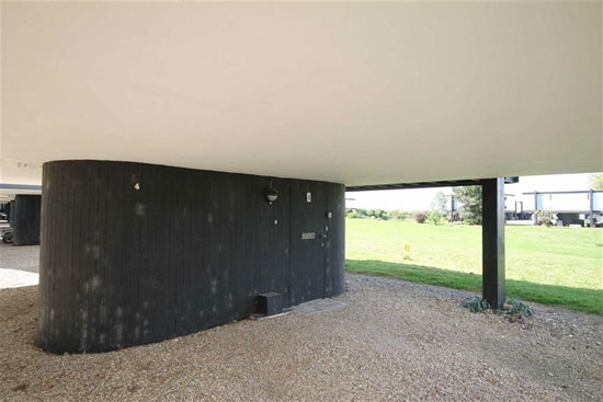 1960s Vernon Gibberd-designed deckhouse in Emsworth, Hampshire