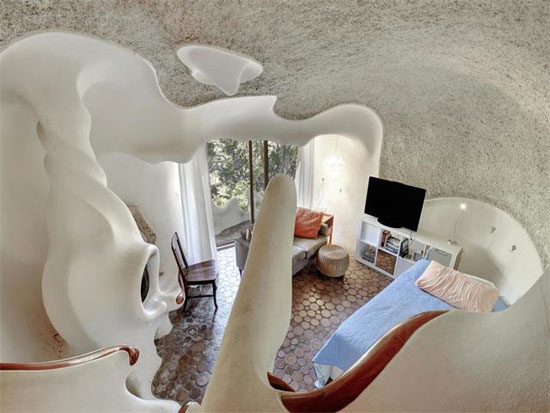 Live in a sculpture: 1970s Bloom House in Austin, Texas, USA