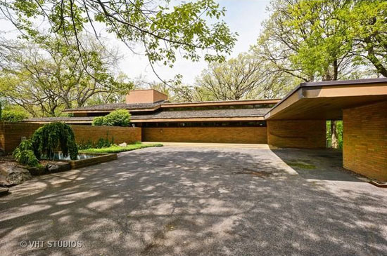 On the market: 1950s Frank Lloyd Wright-designed Louis B. Frederick House in Barrington Hills, Illinois, USA