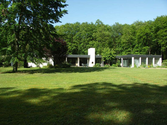 21. 1970s architect-designed single-storey modernist property in Pacy-sur-Eure, North West France