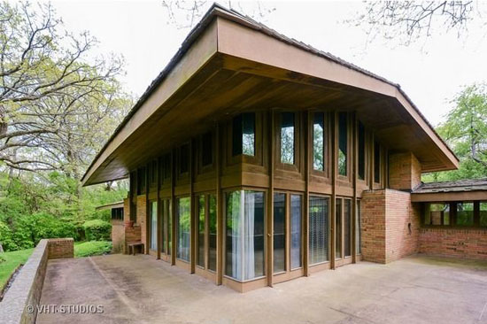 1950s Frank Lloyd Wright-designed Louis B. Frederick House in Barrington Hills, Illinois, USA