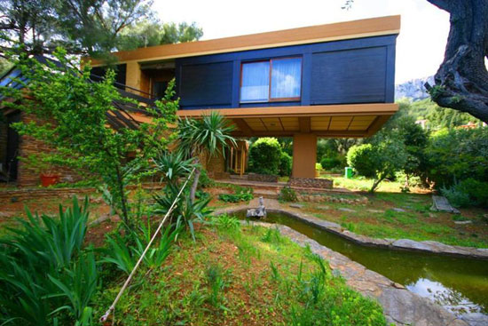 17. 1970s three-bedroom architect-designed house in Toulon, Southern France