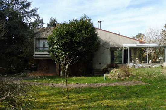 1960s modernist property in Ury, northern France