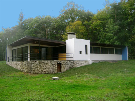 10. 1960s Le Corbusier-inspired modernist property in Gatinais-Orleans, central France