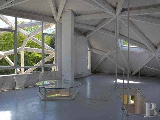 1970s Jean-Daladier-designed La Géode experimental property in Yonne, Burgundy, France