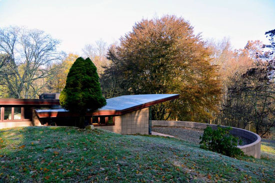 Airbnb find: 1950s Frank Lloyd Wright Eppstein Residence in Galesburg, Michigan, USA