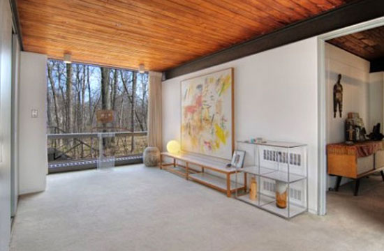 1950s A. James Speyer and David Haid-designed 'Ferris Bueller' modernist house in Highland Park, Illinois, USA