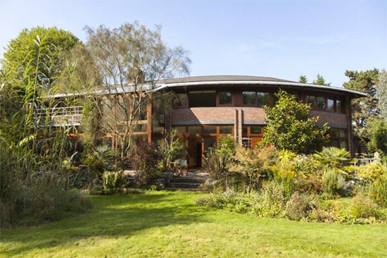 On the market: 1990s five-bedroom modernist property in London SW14