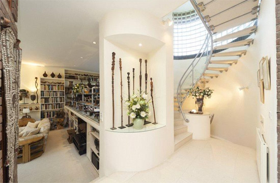 1990s five-bedroom modernist property in London SW14