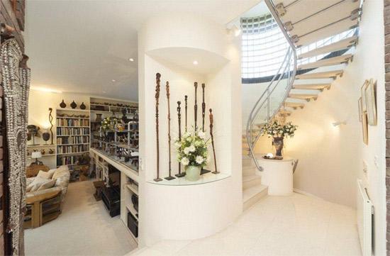 1990s five-bedroom modernist property in London SW14