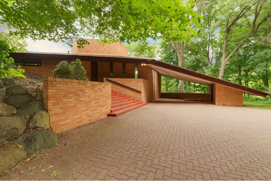 On the market: Frank Lloyd Wright-designed Paul Olfelt house in Saint Louis Park, Minnesota, USA
