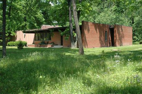 1950s Frank Lloyd Wright-inspired midcentury property in Long Grove, Illinois, USA