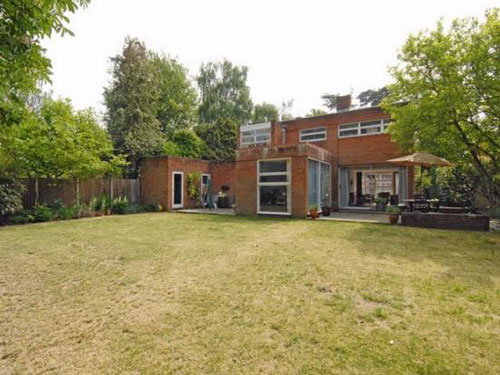 Victor Kite-designed three-bedroom detached house in Fleet, Hampshire