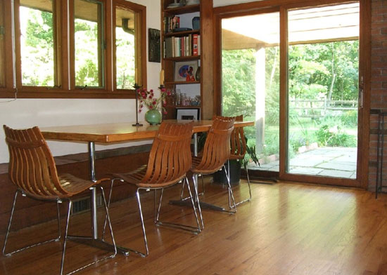 Frank Lloyd Wright-style three-bedroom property in Hunterdon County, New Jersey, USA