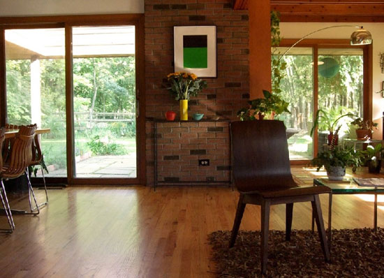 Frank Lloyd Wright-style three-bedroom property in Hunterdon County, New Jersey, USA