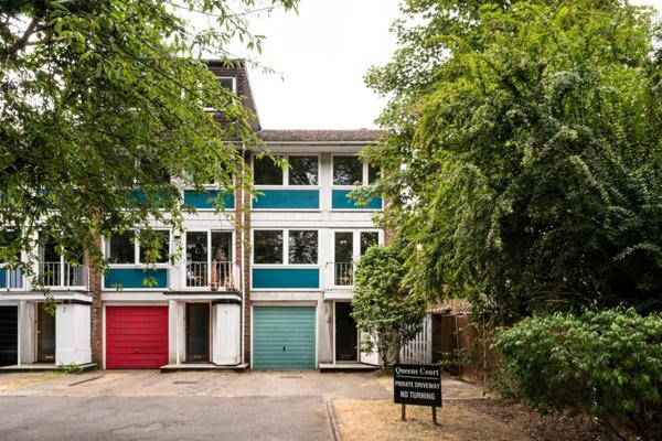 1960s Rodney J Allen modernist townhouse in Beckenham, London BR3