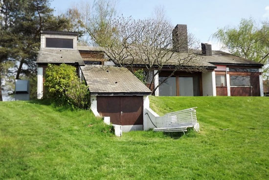 In need of renovation: 1970s André Gomis-designed modernist property near Le Creusot, eastern France