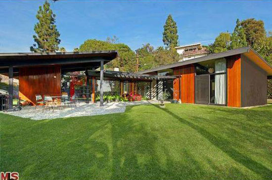 On the market: 1950s A. Quincy Jones-designed The Friedman House in Los Angeles, California, USA