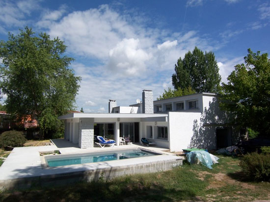 Four bedroom midcentury-style house in Pineuilh, Gironde, south west France
